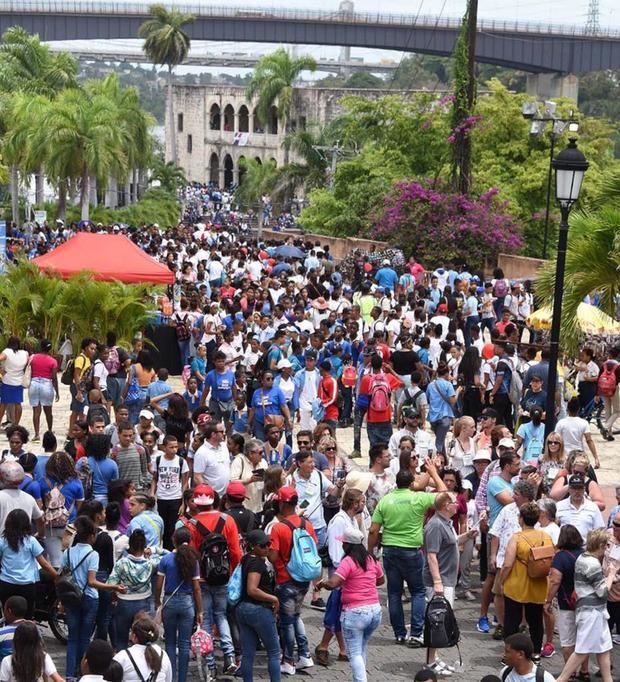 Público que abarrotó la Ciudad Colonial en la edición 22 de la Feria del Libro.