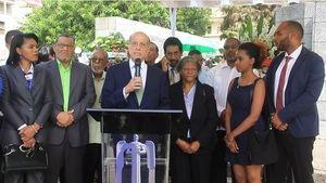 El político Max Puig habla en el Monumento del Mausoleo de los Héroes de Constanza Maimón y Estero Hondo.