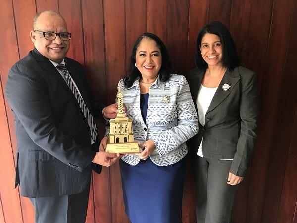 Inavi recibe medalla de bronce en el Premio a la calidad Provincial Santiago