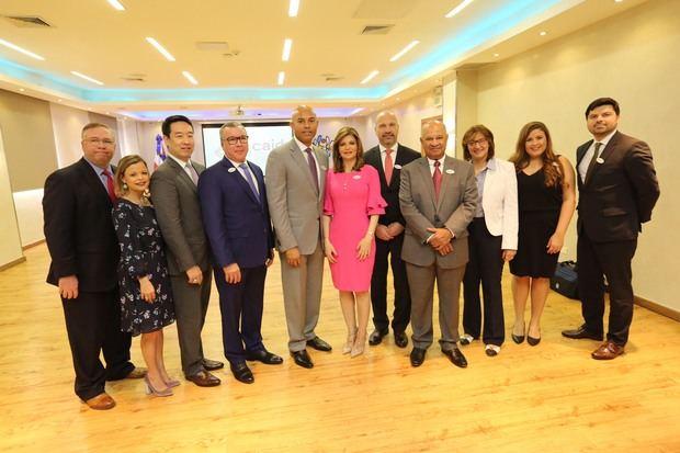 Mariano Rivera con delegación del Presbyterian Hospital en el CAID.