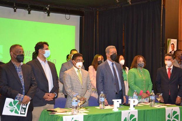 Leonel Fernández se reúne con cientos de dirigentes de Europa