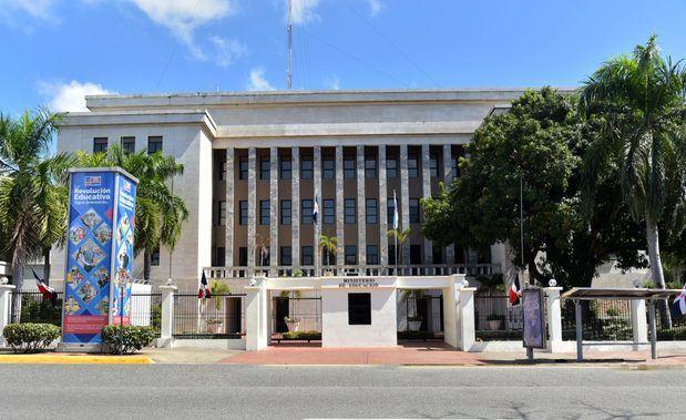 Minerd realiza sexta reunión del Gabinete Ministerial para pasar balance a los trabajos que coordina