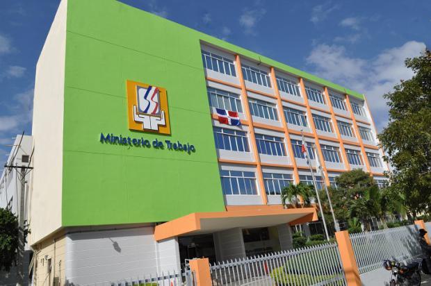 Ministerio de Trabajo emite Resolución 27-2020 que modifica plazo de registro de los contratos