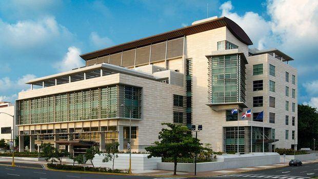 Fachada del edificio de la Procuradoría