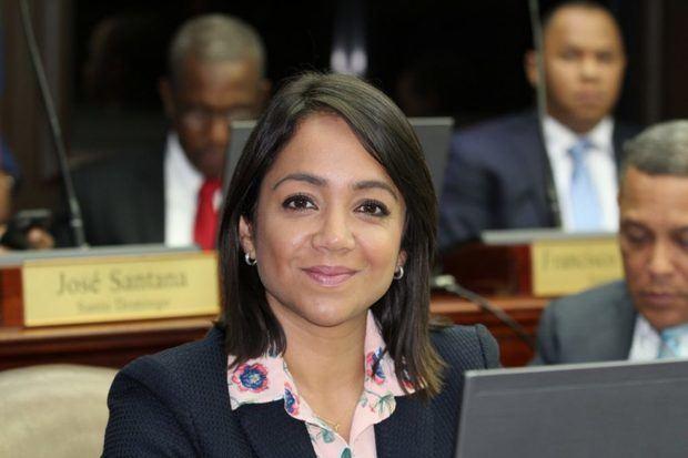 La senadora Faride Raful renuncia al
