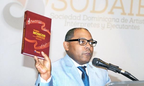 Fausto Polanco, autor del libro