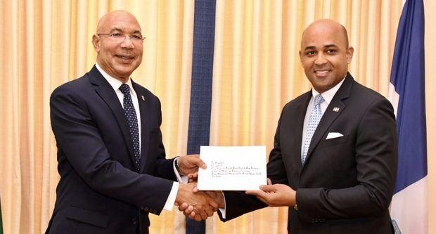 Embajador dominicano en Jamaica presenta cartas credenciales