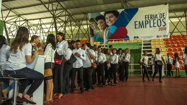 Realizan feria de empleos para graduandos de inglés por Inmersión