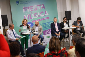 Embajadora de Francia Didier Lopinot, Dir. Christine Torelli (AFSD), Juan Sánchez (CCESD), Angel Herdz (Coro Nac. de Niños), Manny Cruz, Auro Sónico.