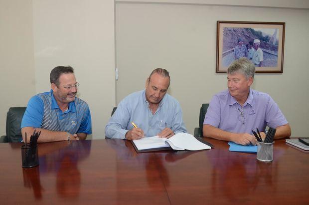 Firman acuerdo para construcción del nuevo Hotel Radisson Punta Cana