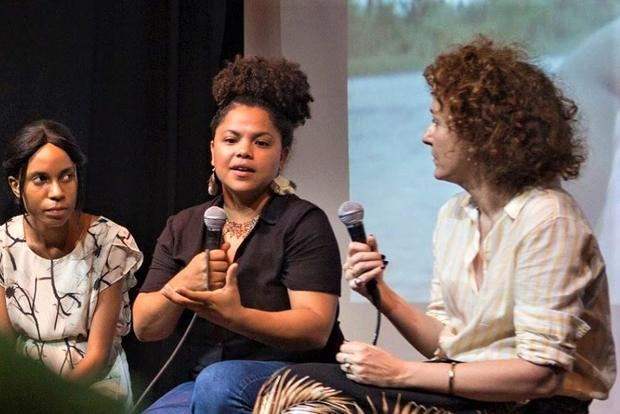 La cineasta Johanne Terrero durante entrevistas con motivo de su participación en el II  Festival Nouvelles Vues Haïti.