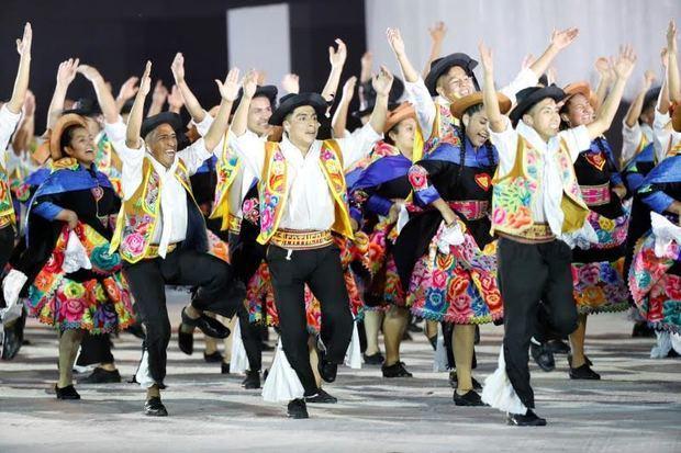 Folklor y danzas urbanas marcan cambio de posta de Lima 2019 a Santiago 2023