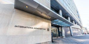 El Fondo Monetario Internacional o FMI es la organización financiera internacional con mayor relevancia.