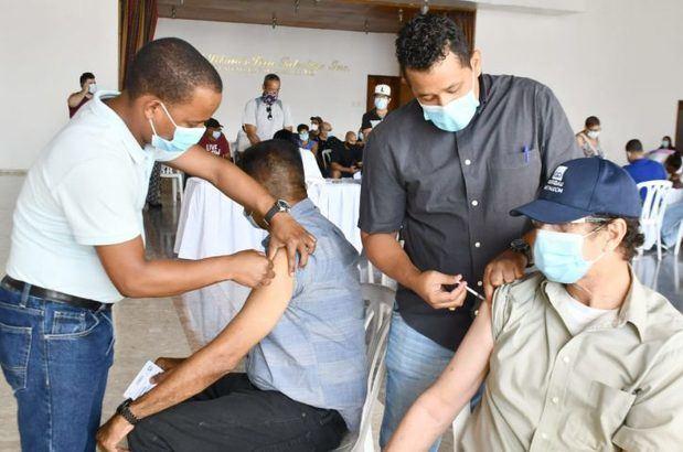 Programa de Medicamentos Alto Costo vacuna contra Covid-19 a pacientes con defensas afectadas