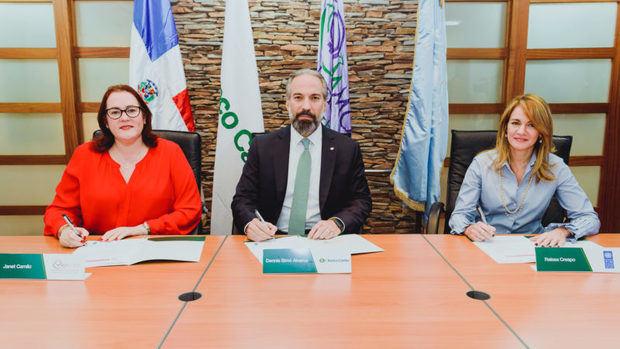 Banco Caribe firma acuerdo con Ministerio de la Mujer y el PNUD