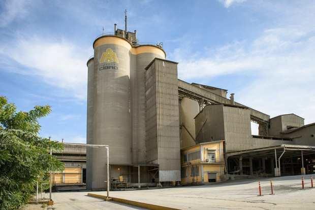 Cementos Cibao dona alimentos a más de 800 familias en Baitoa, Puñal y Guayabal en Santiago