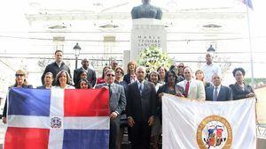 Colegio de Notarios resalta a María Trinidad Sánchez, en el Día la Mujer