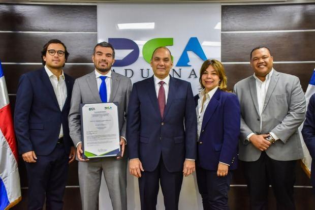 La empresa Espalsa recibe de Aduanas certificación OEA