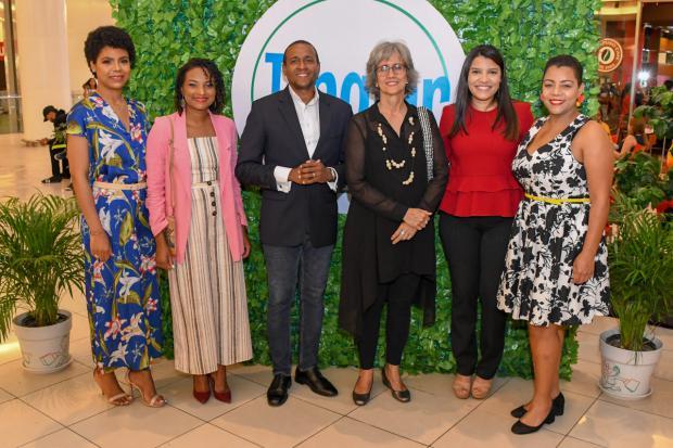 Paola Cabrera, Miosotis Batista, Juan Alberto Aguilera, Ginny Heinsen, Laura Ruiz y Marisol Mendoza.