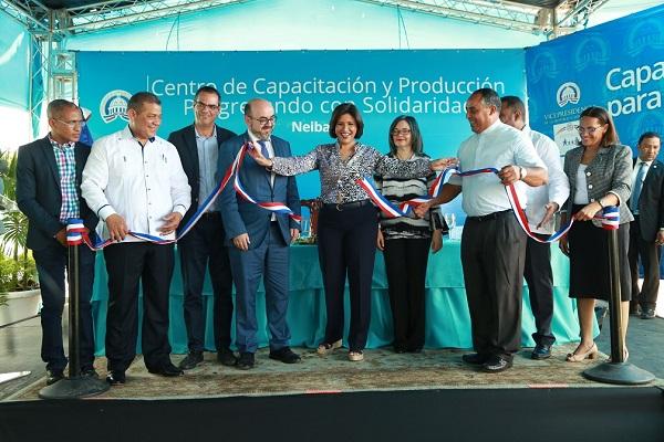 Margarita Cedeño entrega centro de capacitación en Neiba