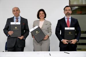 Margarita Cedeño, Lorenzo Jiménez y Gustavo Pascal Manzur.