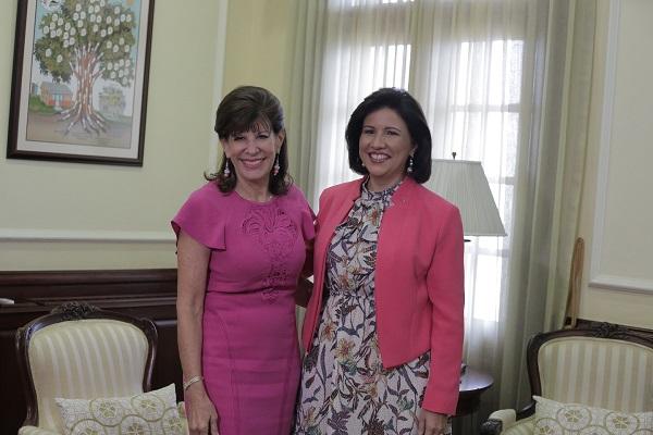Margarita Cedeño y embajadora de EE.UU. Robin Bernstein tratan temas sociales
