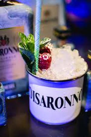 """Foto 2 cóctel """"Disaronno Wears Diesel"""" para completar el disfrute de esta unión. Un trago que combina el característico sabor Ingredientes  50 ml de Disaronno, 20ml de ron Jamaica, 30ml."""