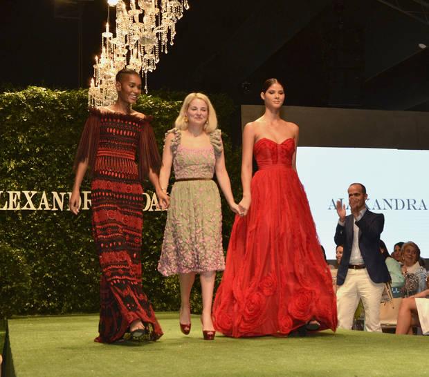 La diseñadora Alexandra Vidal y sus modelos.