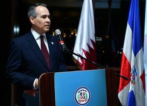 El Emb Cuello Camilo mientras pronunciaba su discurso conmemorativo del 176 aniversario de la independencia nacional en Doha, Qatar, en presencia de 350 invitados,.
