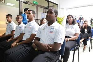 Los integrantes del primer grupo beneficiado por la alianza acordada a través del proyecto Tú Primero de la Vicepresidencia de la República son egresados de bachilleratos técnicos de diferentes centros del Distrito Nacional y Santo Domingo.