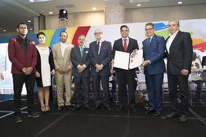 De izquierda a derecha José Ramón Rodríguez, Magdalena Flores, Stalin Soto, Leonel Castellanos, Luis Sánchez Noble, Juan Amell, Manuel Guerrero y Roberto Becerra.