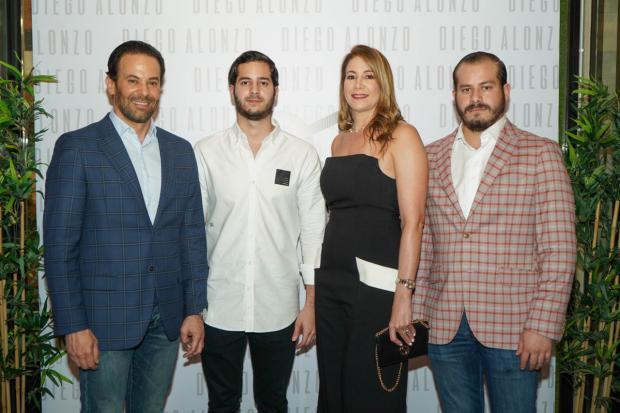 Alfredo Alonzo, Diego Alonzo Roques, María Roques y Alfredo Alonzo Jr.