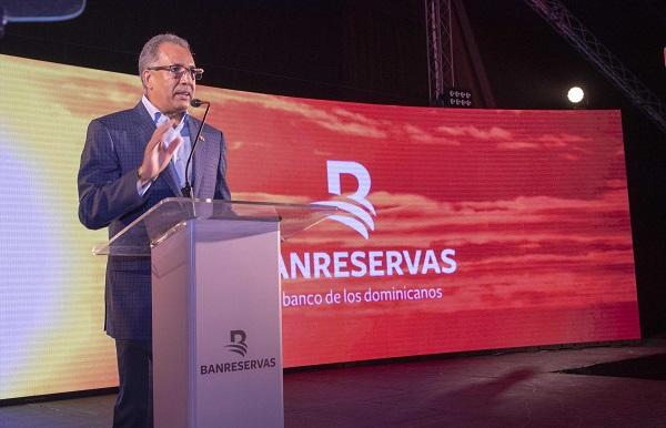 El administrador general de Banreservas, Simón Lizardo Mézquita, pronuncia anoche el discurso de bienvenida a los más de 1,600 asistentes a la 52ª Asamblea Anual de la Felaban, que se celebra desde este lunes en Punta Cana.