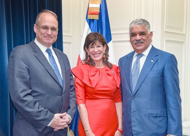 Canciller Miguel Vargas recibe visita de subsecretario del Tesoro EE. UU.