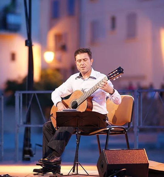 Simón Schembri destacado guitarrista maltés se presentará por primera vez en el país