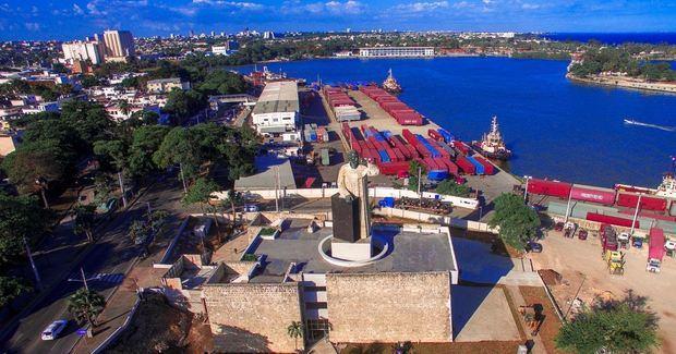 Liberan de camiones parqueo y playa del monumento Fray Antón de Montesinos