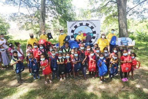 FUDONIDE entrega útiles escolares a niños en Villa Mella