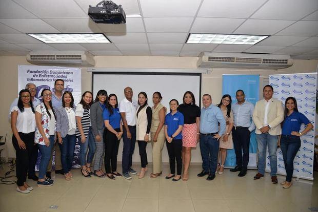 Miembros de FUNDEII con médicos de Puerto Plata.
