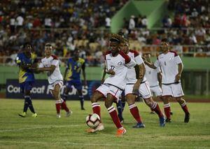 Dorny Romero en acción, el sábado pasado, durante un partido de la Liga de Naciones de la Concacaf, entre República Dominicana y Santa Lucia, en el estadio Félix Sánchez.