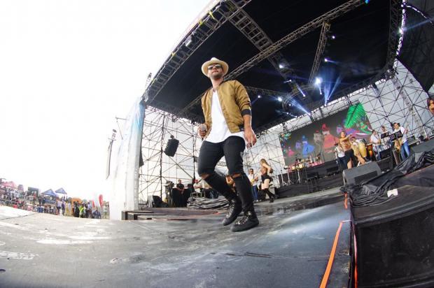 Joven cantautor Gabriel conquista escenarios internacionales