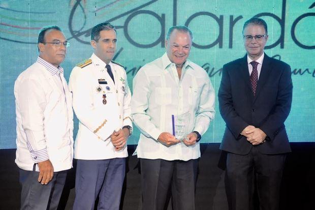 Frank Rainieri, reconocido en turismo de golf, Luis José Chavez, José Ramón Torres y Juan Carlos Torres Robiou