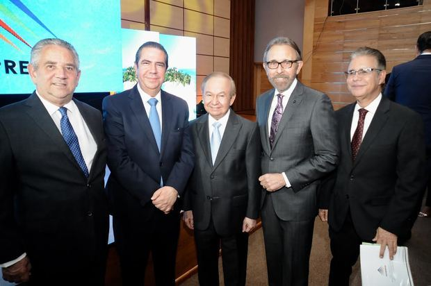Roberto Henríquez, Ministro turismo Francisco Javier García, Ellis Pérez, Edmundo Aja y Luis José Chavez.