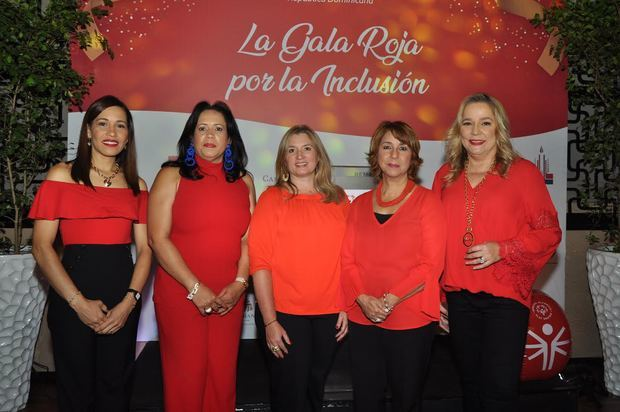 Hilda Hidalgo, Ingrid Molina, Maricarmen Arauz, Rosario Nicasio y Janna Tavares.