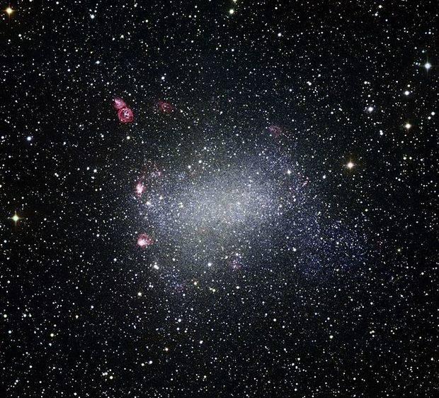Detectan el campo magnético de una galaxia a 5.000 millones de años luz