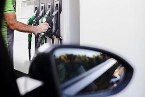 Los precios del petróleo ponen presión al mercado de los combustibles.