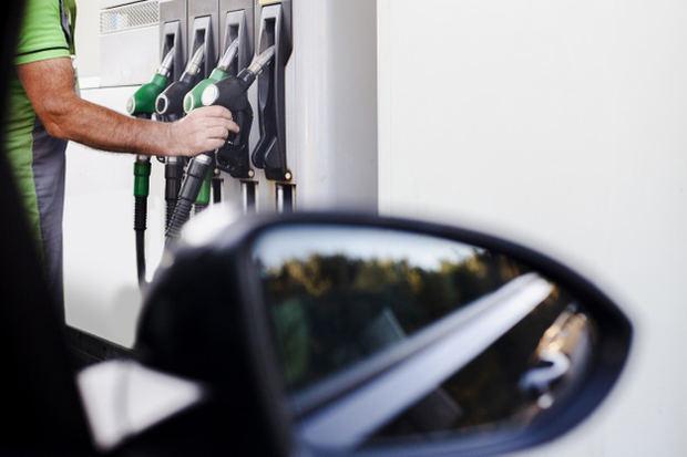 Los precios del petróleo ponen presión al mercado de los combustibles