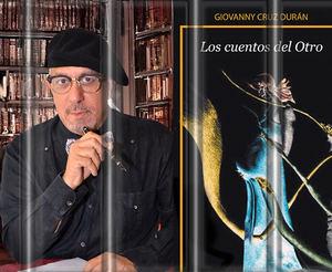 Giovanny Cruz, aparece al lado de la portada de su libro de LOS CUENTOS DEL OTRO.