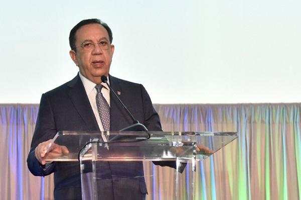 Valdez Albizu destaca aporte del sector privado al crecimiento económico de RD