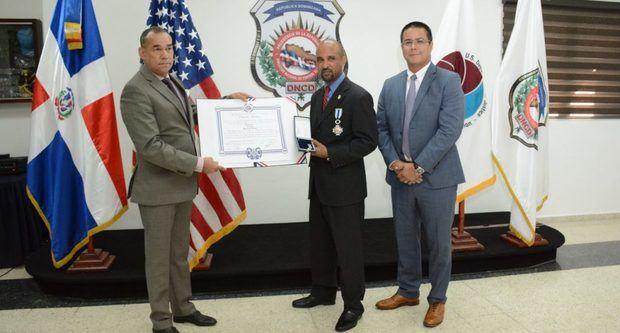 El Gobierno condecora a dominicano agente especial de la DEA estadounidense