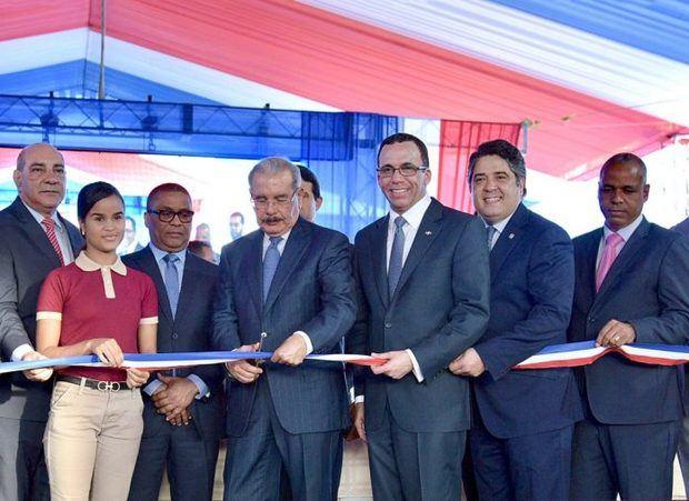 Medina inaugura dos liceos en comunidades de provincia Espaillat